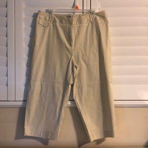 Women's Capri Pants from Avenue